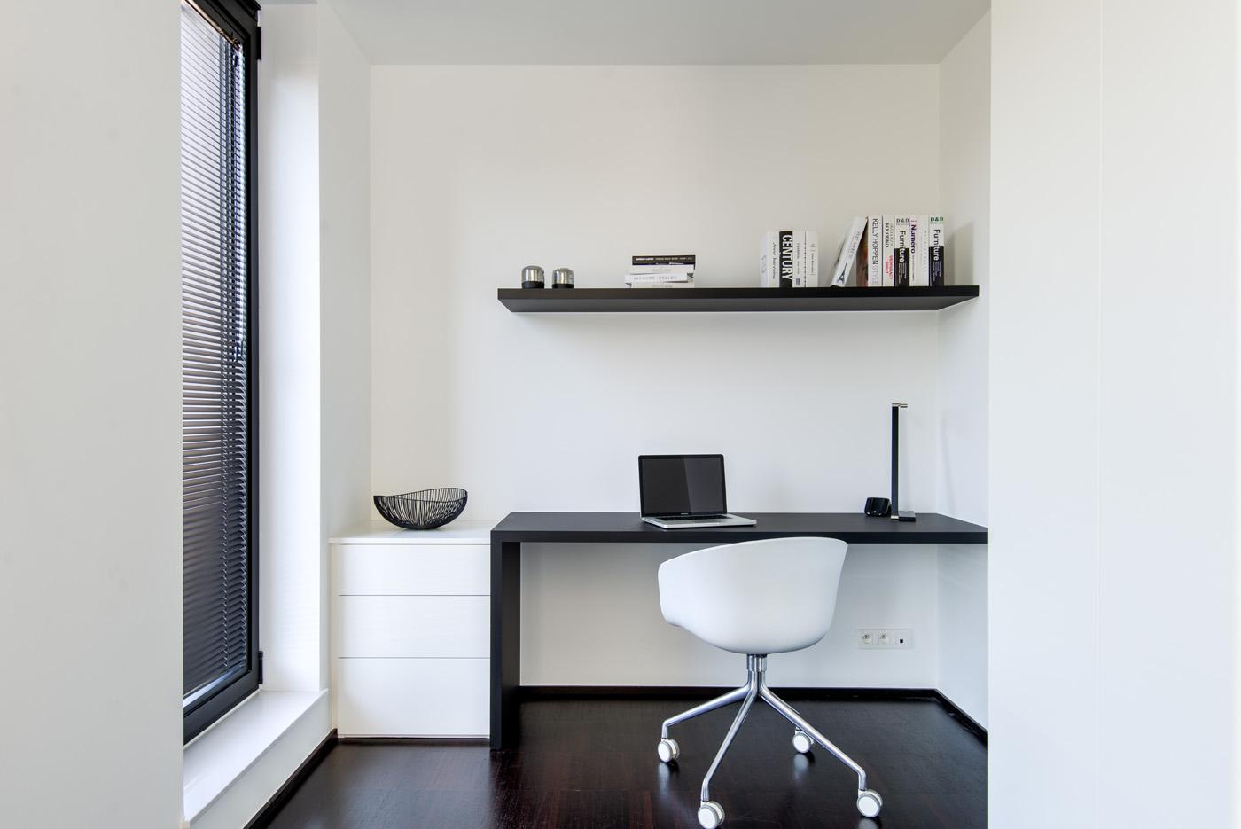 Modern bureau zwart wit 3