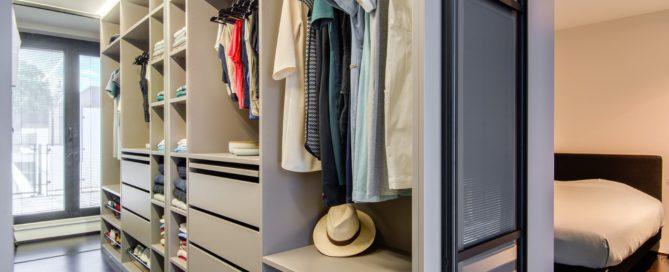 Open dressing met scheidingswand en LED verlichting bovenaan 1
