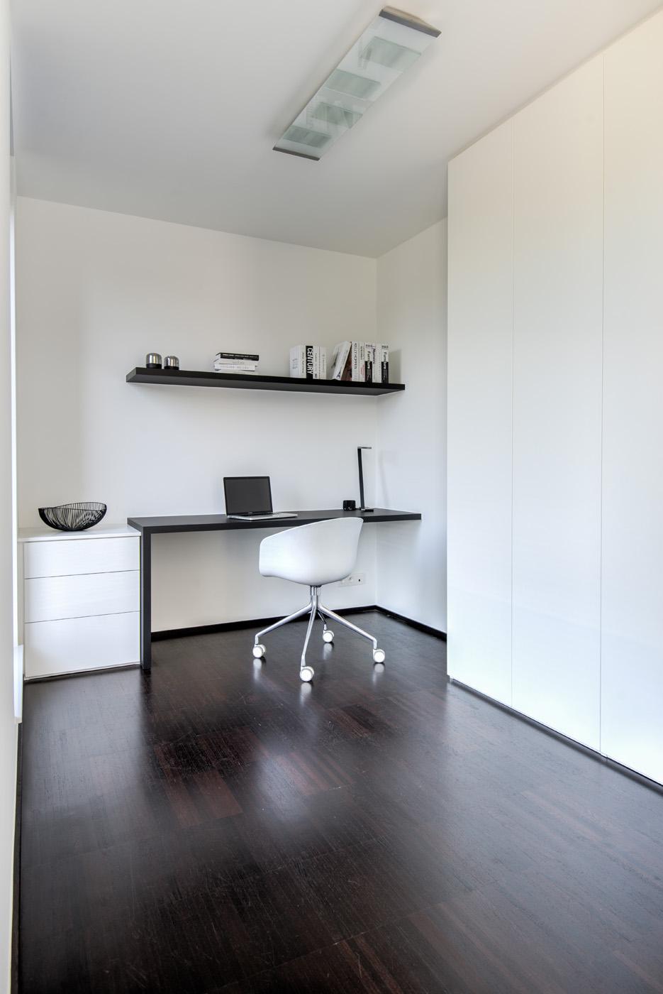 Modern bureau zwart wit
