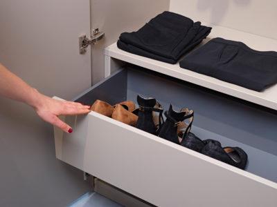 Opbergen van schoenen in een dressing op maat