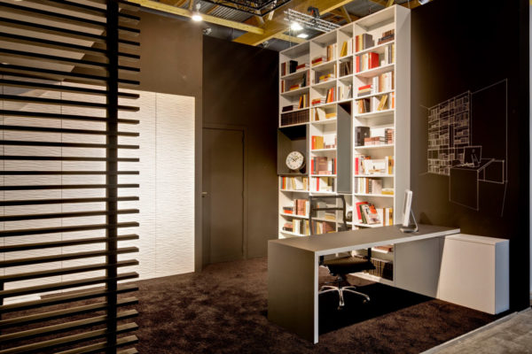 Bibliothèque avec bureau