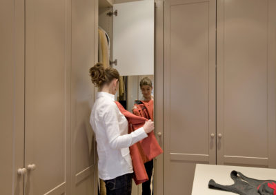 Landelijke dressing met spiegelwand