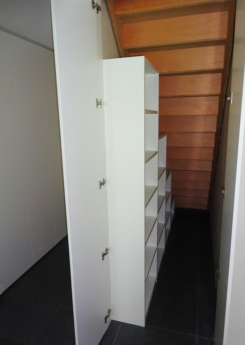 Maatkast aan achterzijde van trap3