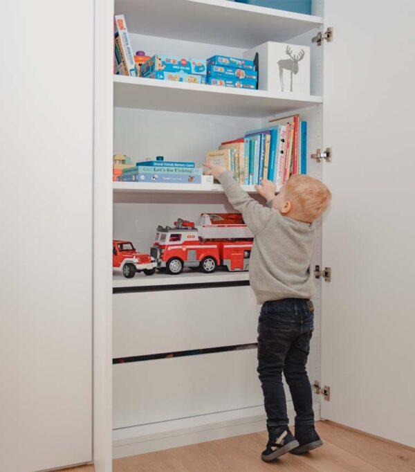 Speelgoedkast op maat van kind