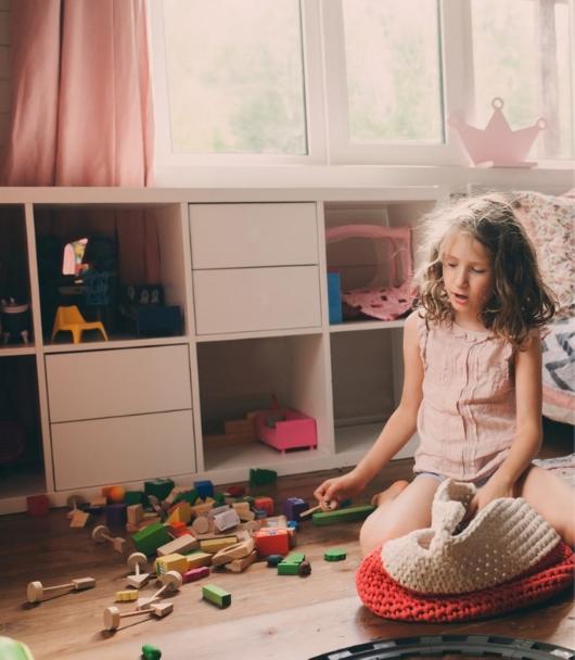 Kinderkamer opruimen blokken mand