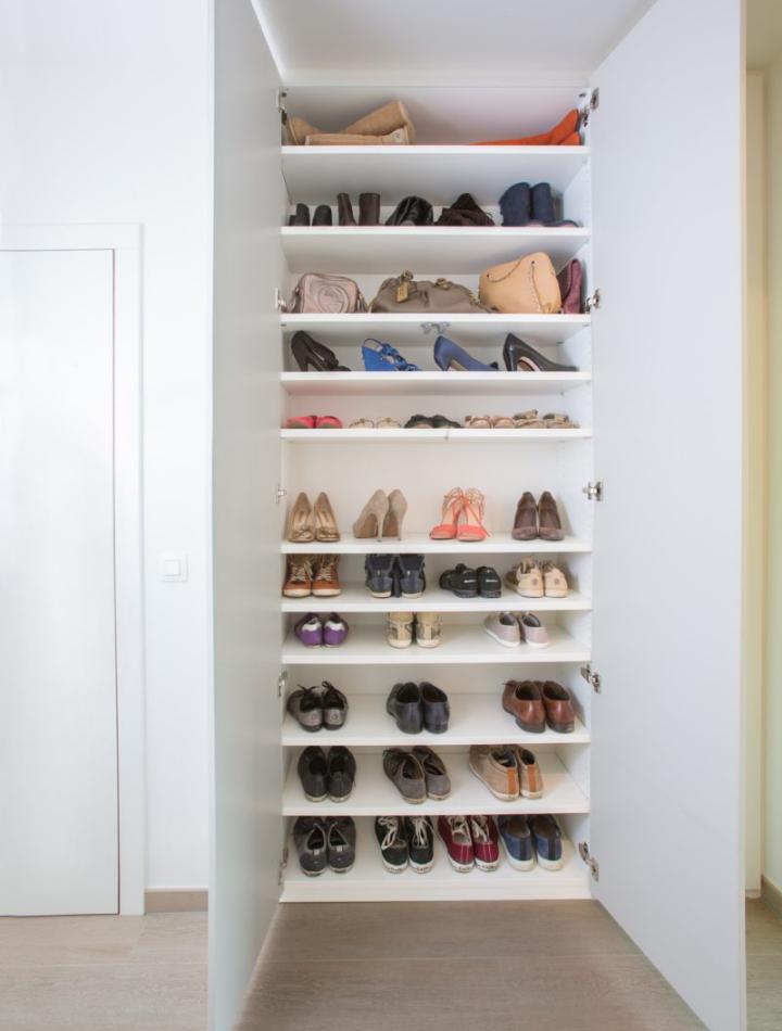 Schoenenkast in de inkomhal van nieuwbouw appartement