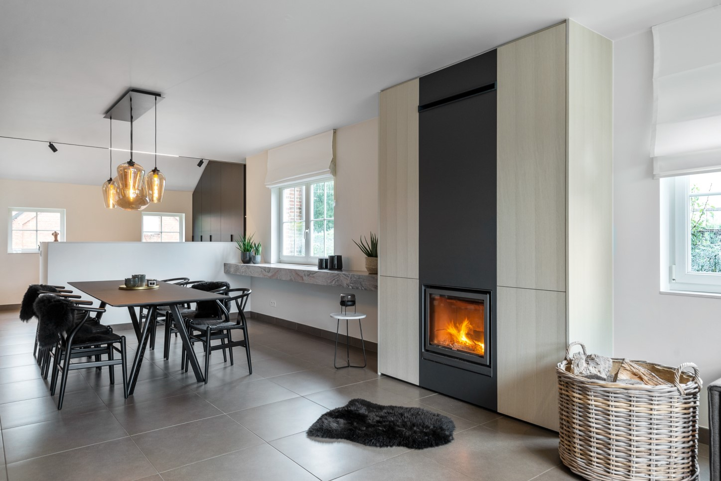 Living avec foyer intégré