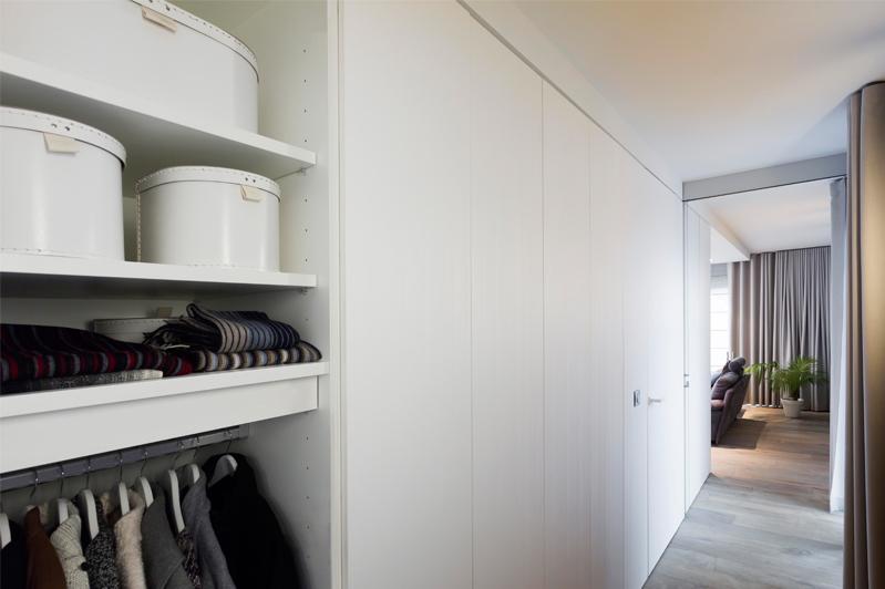 Hall d'entrée moderne avec vestiaire