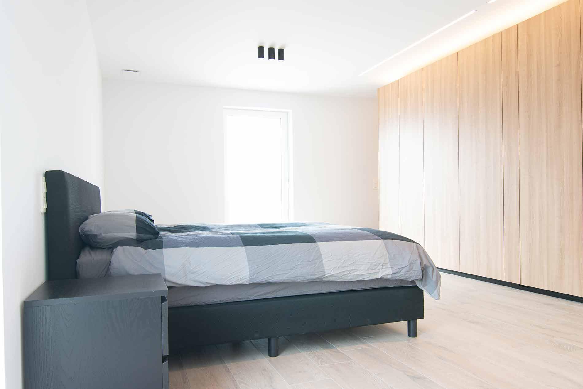 Slaapkamerkast in houtstructuur