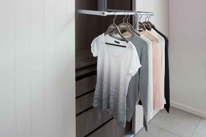 Een praktische kledinglift in een dressing op maat