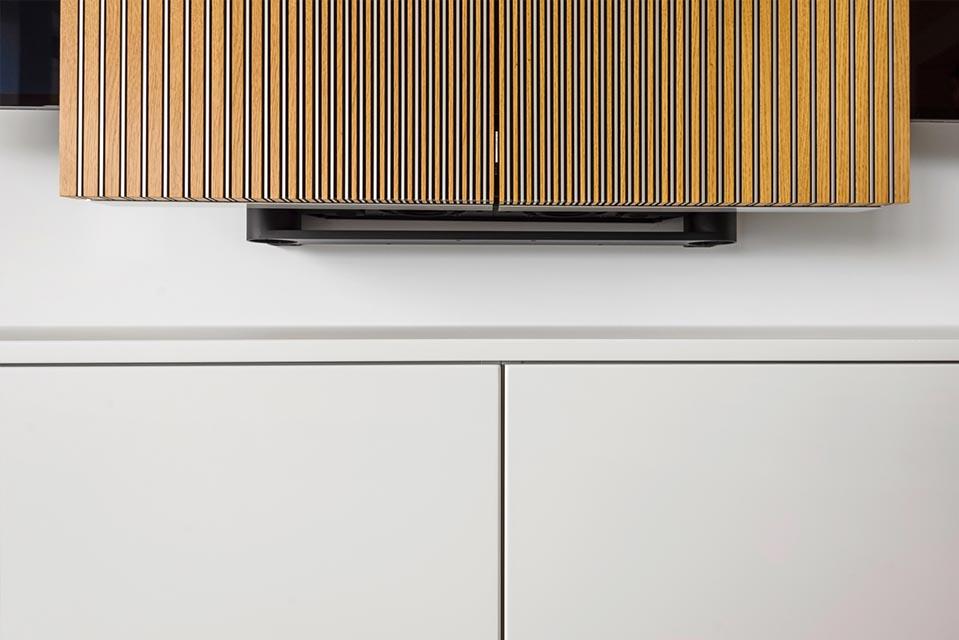 Detail van tv-meubel in poederlak uitvoering