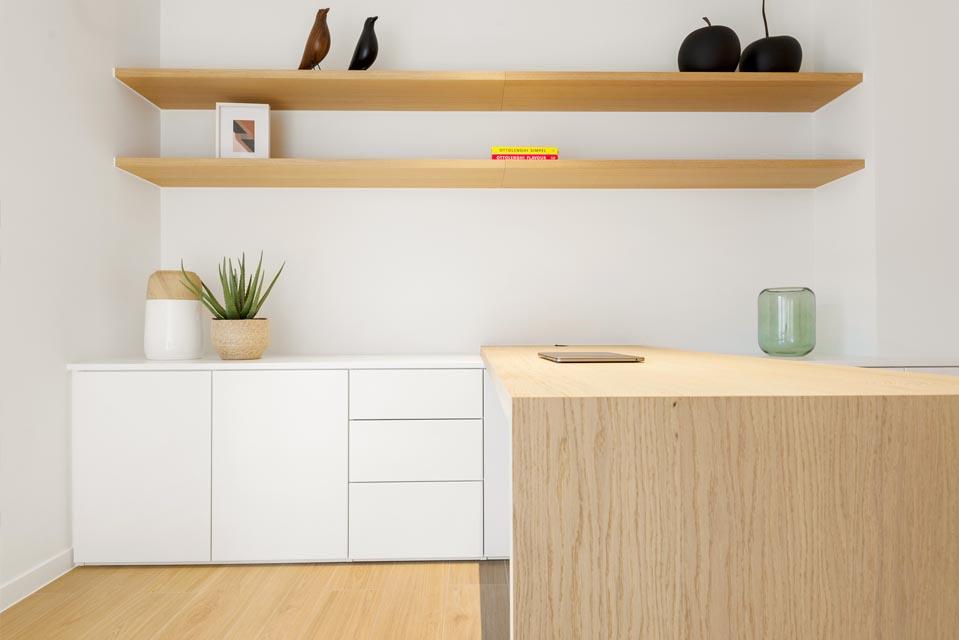 Op maat gemaakte bureaukasten met zwevende leggers