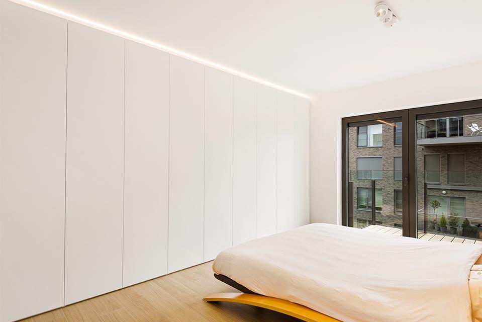 Moderne slaapkamerkasten met ingebouwde ledverlichting