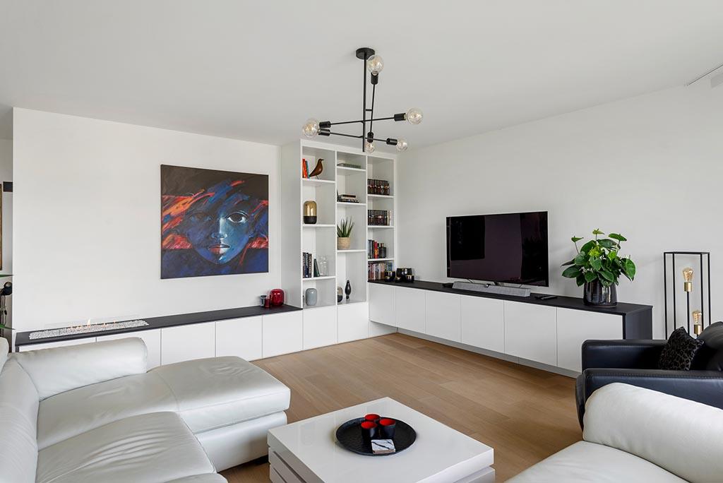Kastenwand woonkamer met tv-meubel en haard