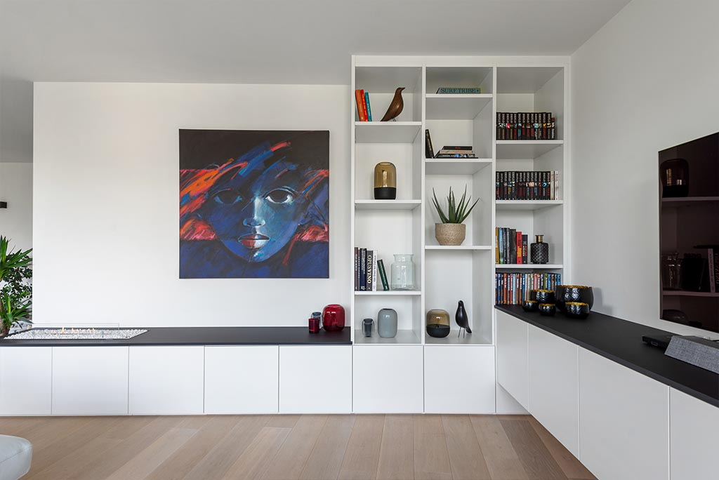 tv-meubel met haard en boekenkast